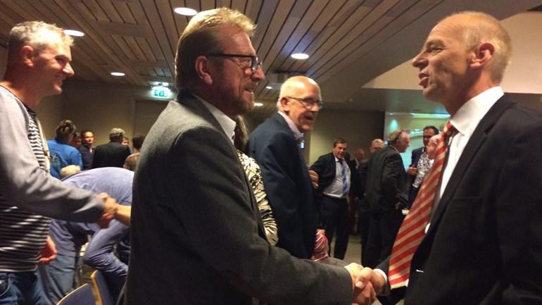 felicitaties-van-de-gemeenteraad-aan-peter-de-vries-van-sterk-midden-drenthe-foto-janet-oortwijn-rtv-drenthe